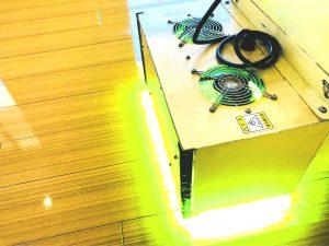 UVフロアコーティングに必要な自走式UV照射機