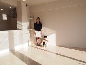 茨城の新築マンションにUVフロアコーティング