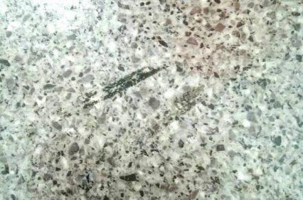 塩ビタイルへの小掃除
