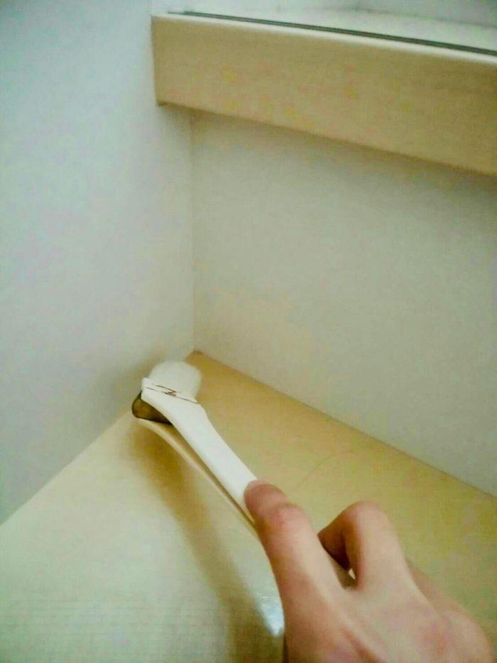 今日の小掃除vol.8 階段の隙間を刷毛で掃除!