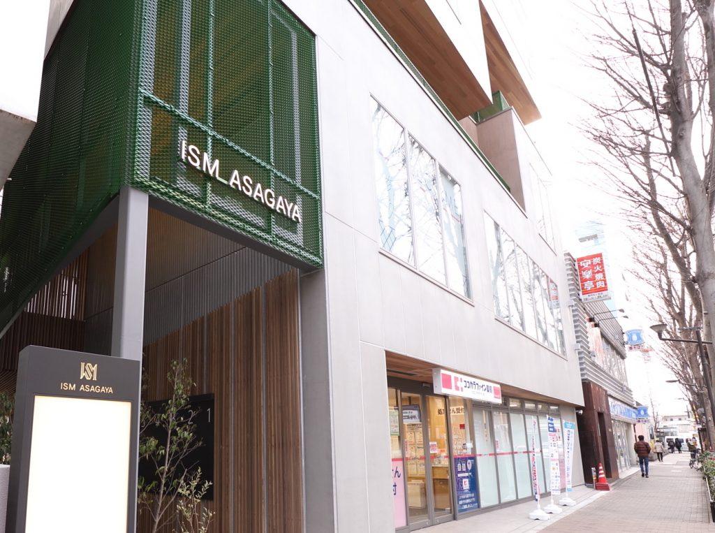 塩ビタイルにUVフロアコーティングを施工した商業ビル