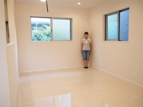 東京都の新築戸建てにてUVフロアコーティングを施工