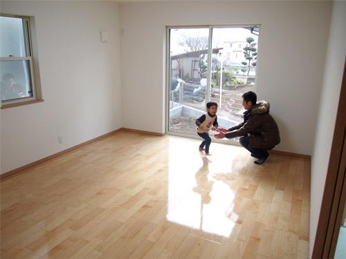 東京の新築一戸建て(株式会社オープンハウス・アーキテクト)にUVフロアコーティングを施工