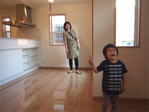 リピーター様の千葉県一戸建てにUVフロアコーティングを施工