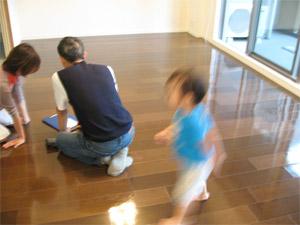 東京都杉並区の新築マンションにてUVフロアコーティング