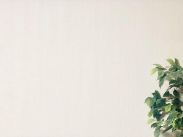 壁にヤニ汚れがつかない?光触媒でいつも綺麗で清潔な壁に!