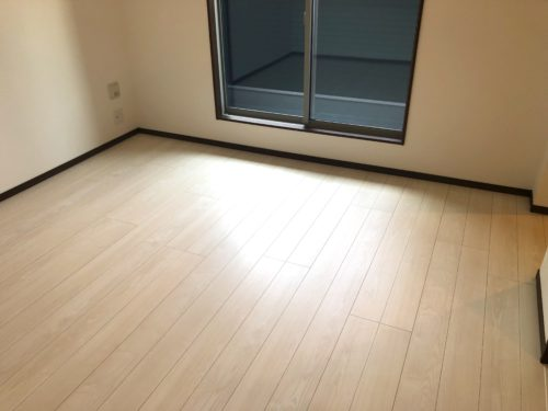 神奈川県横須賀市にてUVフロアコーティングの施工