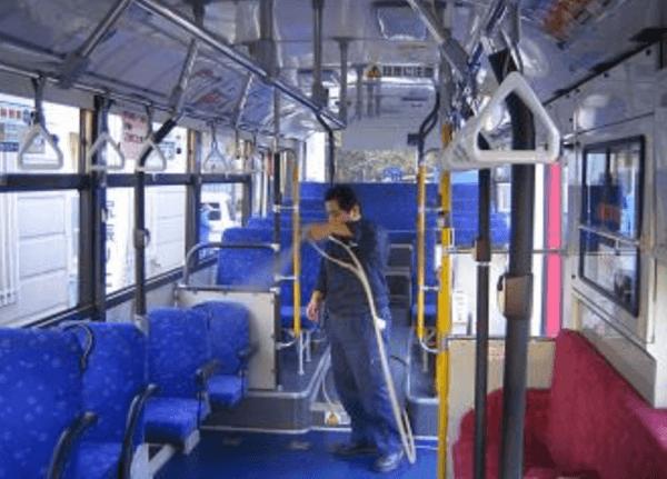 バスに光触媒コーティングを施工